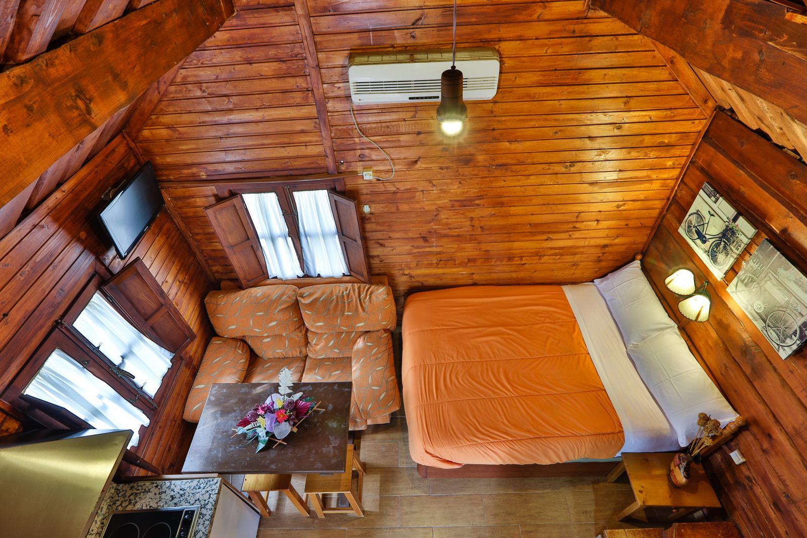 Caba as en cazorla hotel apartamentos y caba as de - Fotos de bungalows de madera ...